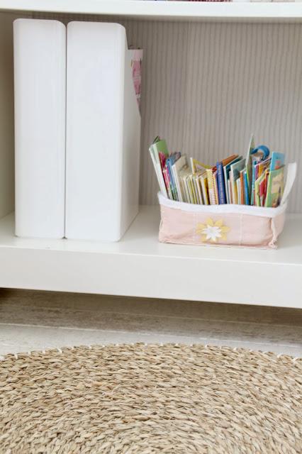 Ansicht eines Fachs im Bücherregal mit Pixibüchern
