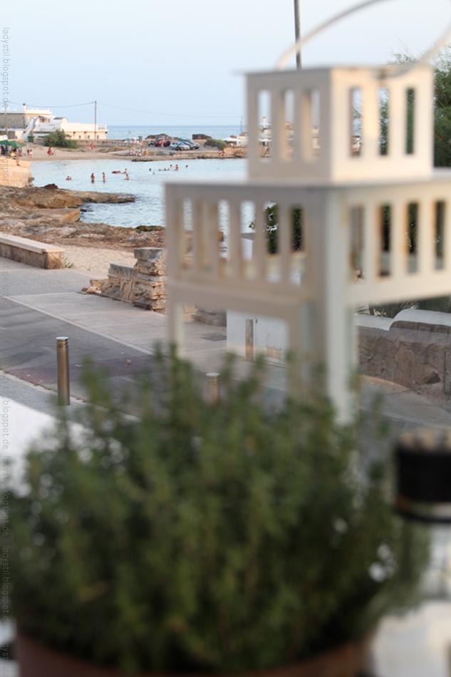 Blick aus dem Restaurant Almare auf die Bucht