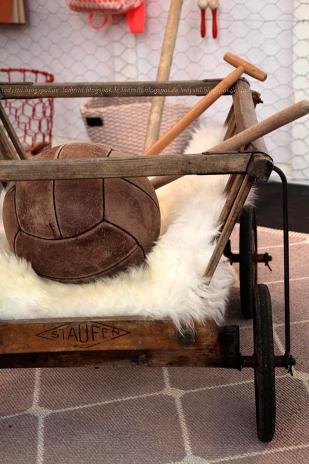 alter Fußball braun spsortliche Wohnaccessoires Amsterdam Vt Wonen & Design Beurs