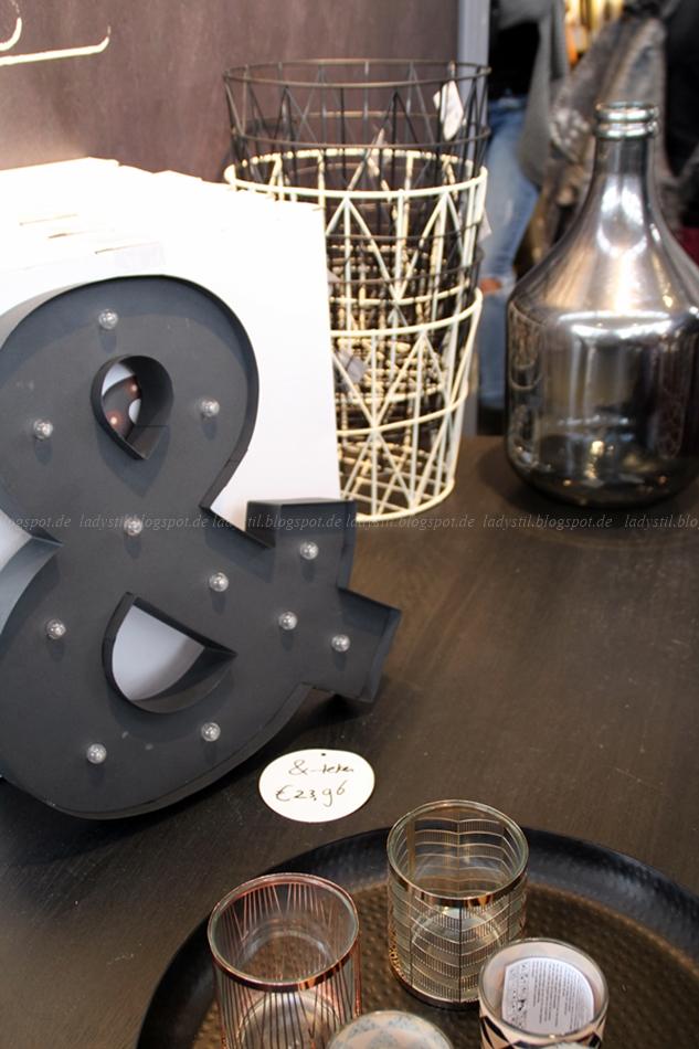 Karwei Ampersand Zeichen mit Beleuchtung auf der VT Wonen & Design Beurs Amsterdam