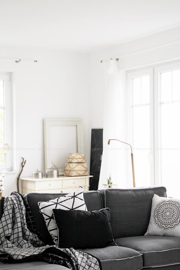 neues Sofa von Loods5 in Zaandam, marokkanische Wohnaccessoires, Erbstück Stehlampe