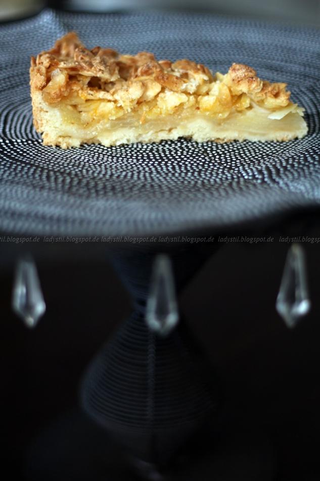 Stück Apfelkuchen, saftig innen, außen knusprig,