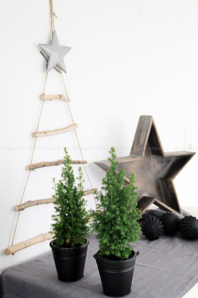 diy weihnachtsbaum aus sten lady. Black Bedroom Furniture Sets. Home Design Ideas