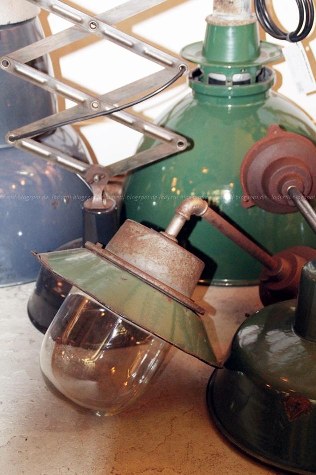 Vintage Lampe im Industriestil im Shop 360 Volt in Amsterdam