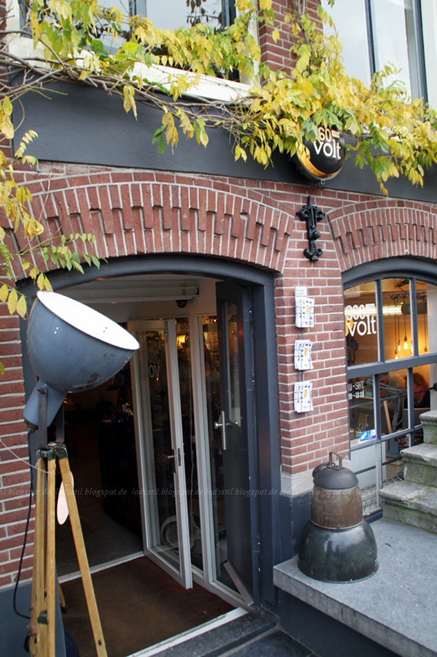 360 Volt in Amsterdam Lampen Shop Eingang Schaufenster