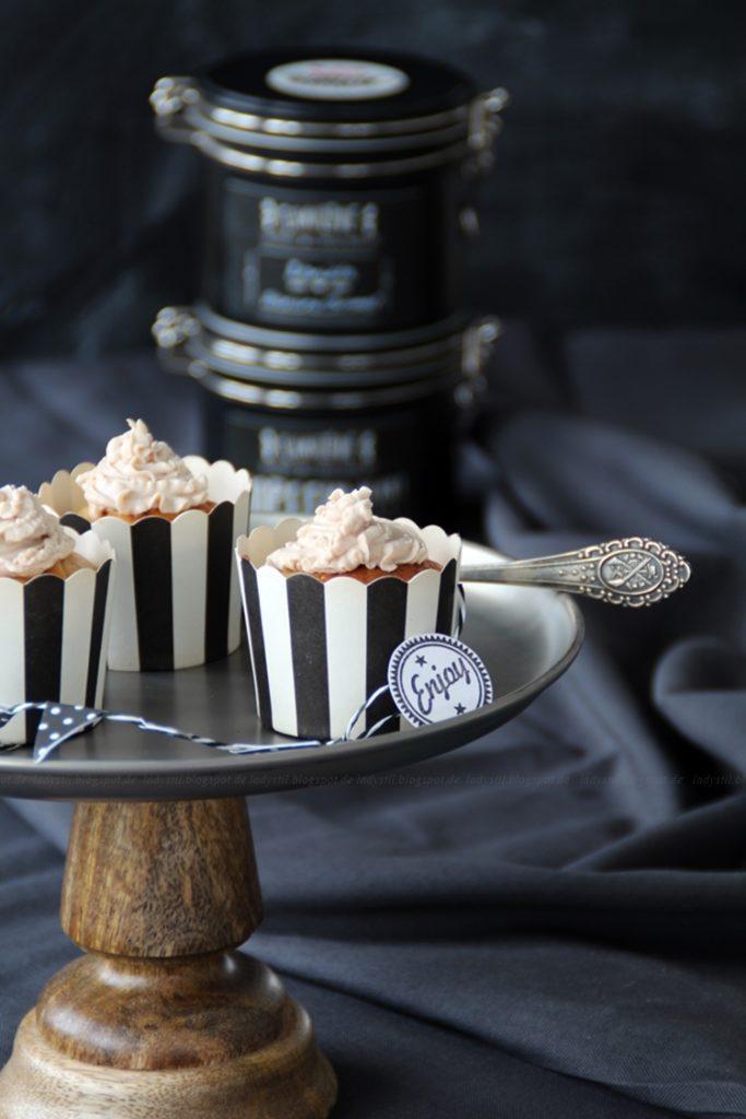 Chai-Latte-Cupcakes mit Milkywayfüllung,