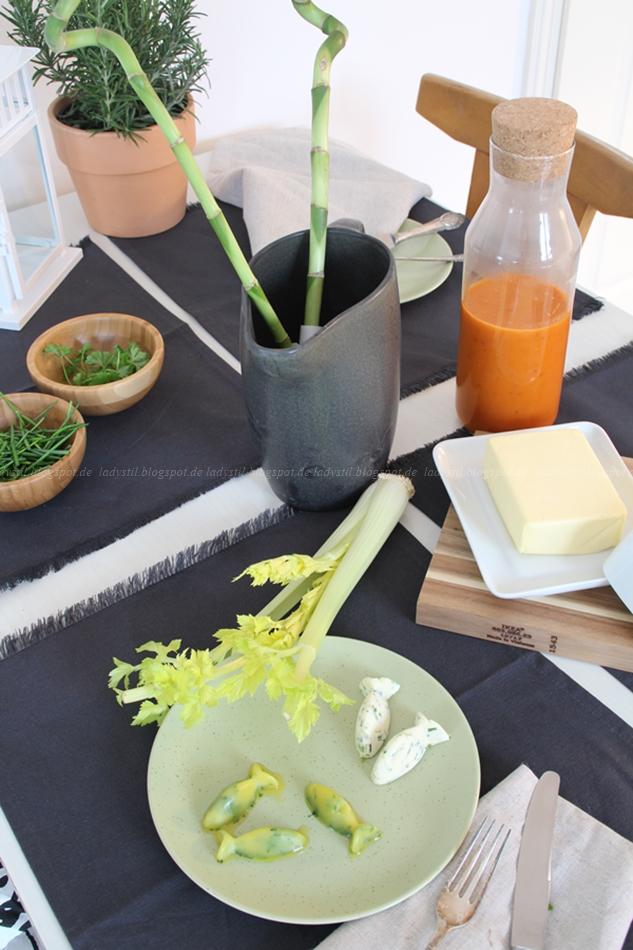 Ikea Healthy Living, Ketchup selber machen, Kräuter länger haltbar machen, Grillsaison, Gag für jede Grillparty, gesünder leben, gedeckter Tisch mit selbstgemachtem Ketchup und haltbaren Kräutern, Kräuterbutter