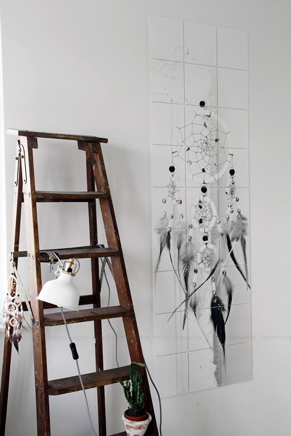 Wanddekoration mit IXXIdesign, originelle Bilder zum Selbergestalten, Schlafzimmer einrichten mit stylischen Fotos für die Wand, Traumfänger, alte Klappleiter mit Ikea Klemmleuchte