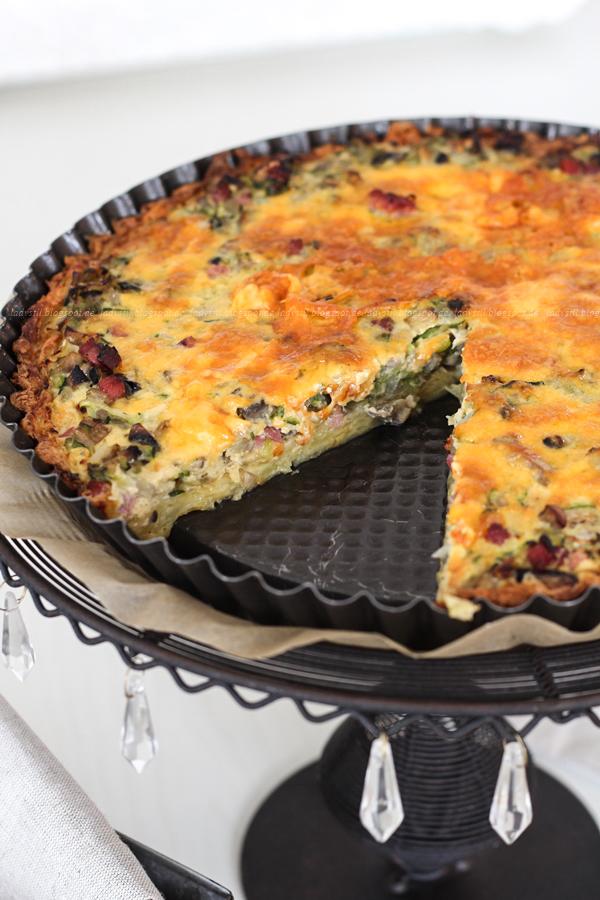Zucchini Quiche mit Pilzen und Schinken auf Röstiboden, Raspelkartoffeln, auch für Vegetarier
