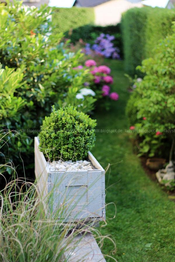 Der Lamzac von Fatboy mein Sommerhighlight 2016, Luftsofa zum Mitnehmen,Gartenecke mit Gräsern und Buchsbaum