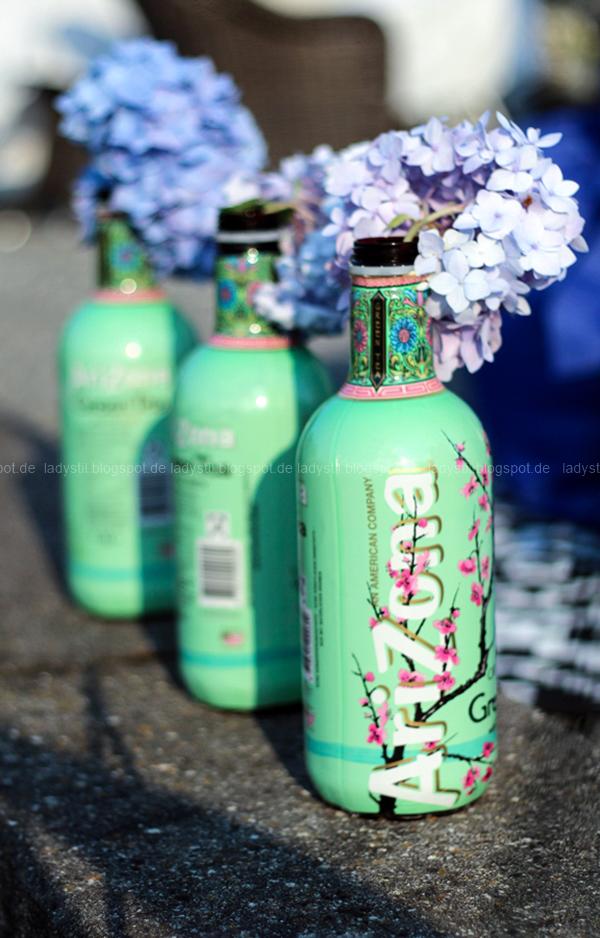 Der Lamzac von Fatboy mein Sommerhighlight 2016, Luftsofa zum Mitnehmen,Arizona Flaschen als Dekovase mit Hortensien