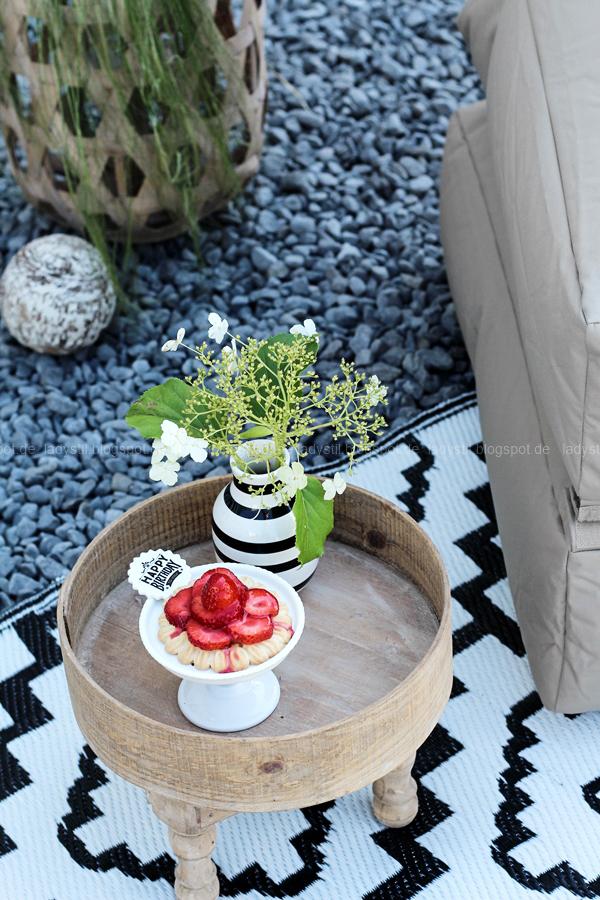 Pop Up Gartensessel, Chillarea im Garten,vom Sessel zur Liege,Outdoorsitzmöbel zum Entspannen,Kähler Vase Omagio, Cupcake Ständer aus Porcellan