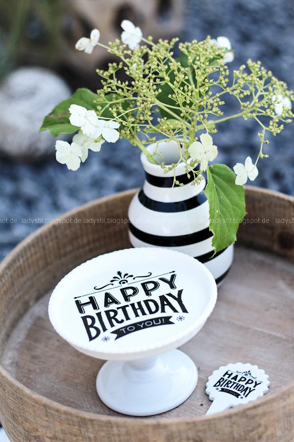 Pop Up Gartensessel, Chillarea im Garten,vom Sessel zur Liege,Outdoorsitzmöbel zum Entspannen,Happy Birthday Cupcake Ständer aus Porzellan