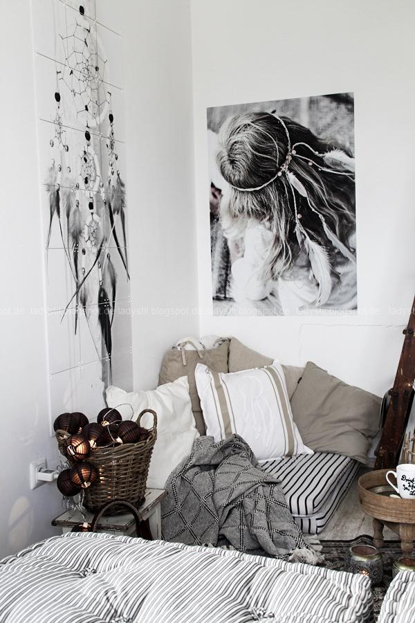 DIY pimp your pillow Bohostyle, Dreamcatcher, Wallsticker Boho, So schnell entsteht eine Indoor-Chill-Area, mit dickem Motive mit dickem Baumwollgarn auf Kissen nähen, Blick in die Chillecke in den Farben weiß beige schwarz