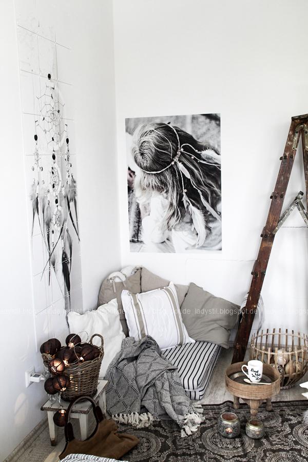DIY pimp your pillow Bohostyle, Dreamcatcher, Wallsticker Boho, So schnell entsteht eine Indoor-Chill-Area, mit dickem Motive mit dickem Baumwollgarn auf Kissen nähen, Großansicht der Bohostyle-Ecke im Schlafzimmer
