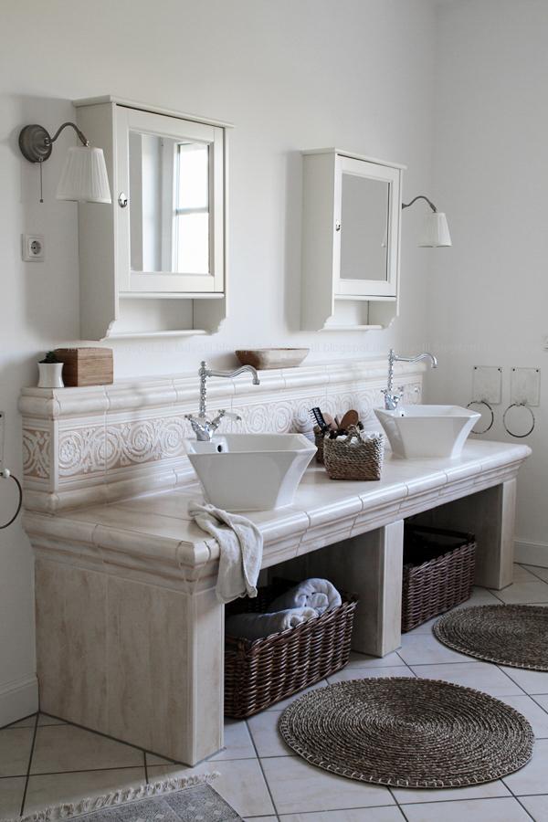 Wellnessoase Badezimmer, großzügiges Badezimmer mit großer Badewanne und hellen Fliesen, Badezimmer in Holz, Weiß,Wellnessoase Badezimmer, , Ikea Spiegel und Lampen
