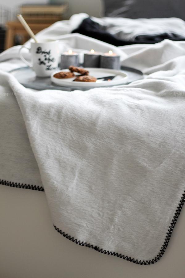 Mach´s Dir gemütlich im Schlafzimmer! Mit natürlich-wärmenden Materialien, schicker Bettwäsche und weichen Decken durch die kalte Jahreszeit! I feel good! Detailansicht Kuscheldecke