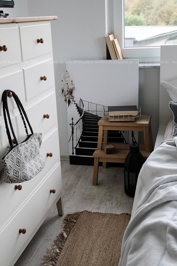 Mach´s Dir gemütlich im Schlafzimmer! Mit natürlich-wärmenden Materialien, schicker Bettwäsche und weichen Decken durch die kalte Jahreszeit! I feel good! Hocker als Nachttisch im Schlafzimmer grau weiß schwarz