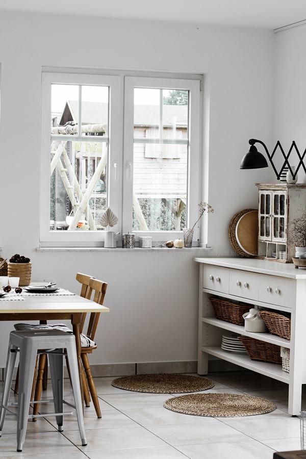 Kücheneinrichtung in Schwarz Weiß Holz mit leichten New Boho Elementen, Diningroom White