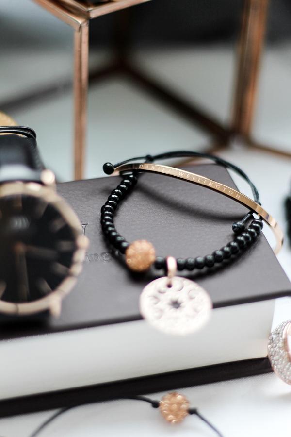 DIY Armbänder mit Schiebeknoten Anleitung, Lastminute Tipp Weihnachtsgeschenke, Armbänder schwarz rosegold selber machen, Daniel Wellington Classic Cuff
