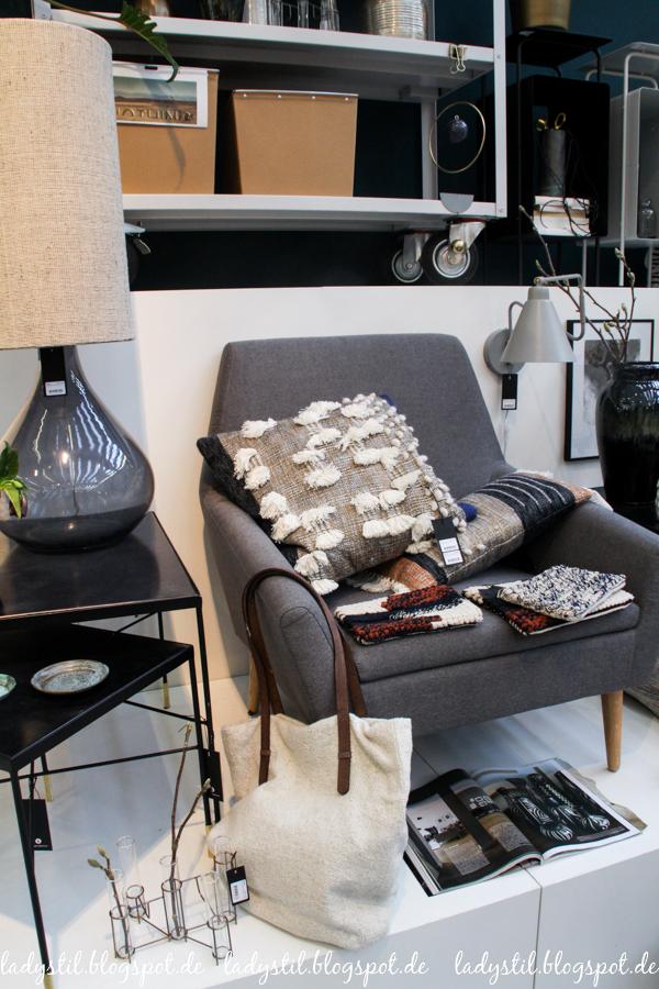 Ambiente 2017 House Doctor Dekorationsartikel, Wohnaccessoires,grauer Sessel mit Kissen im Bohostyle