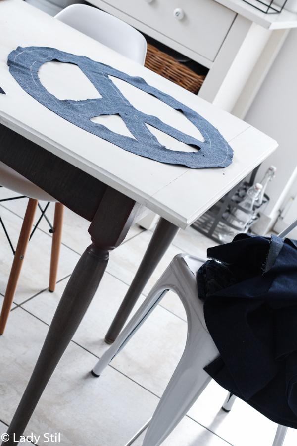 DIY aus alten Jeans, selbstgemachtes Peacezeichen aus Blue Jeans nähen, neuer Trend 2017 Wohnaccessoires Jeansblau,