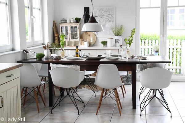 How to, so gelingt der Stühle-Mix, 5 Tipps wie man Stühle miteinander kombiniert, Kriterien bei der Stuhlwahl, Farb- und Materialmix, sowie Kauftipps