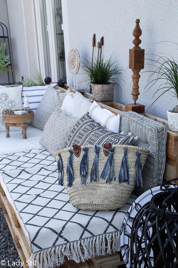 Sommertrend 2017, Palettenlounge selbermachen im Jeansblau-Trend, Jenas-Tassel-Ibiza-Tasche