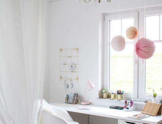 Schreibtisch Weiß mit rosa Ballons