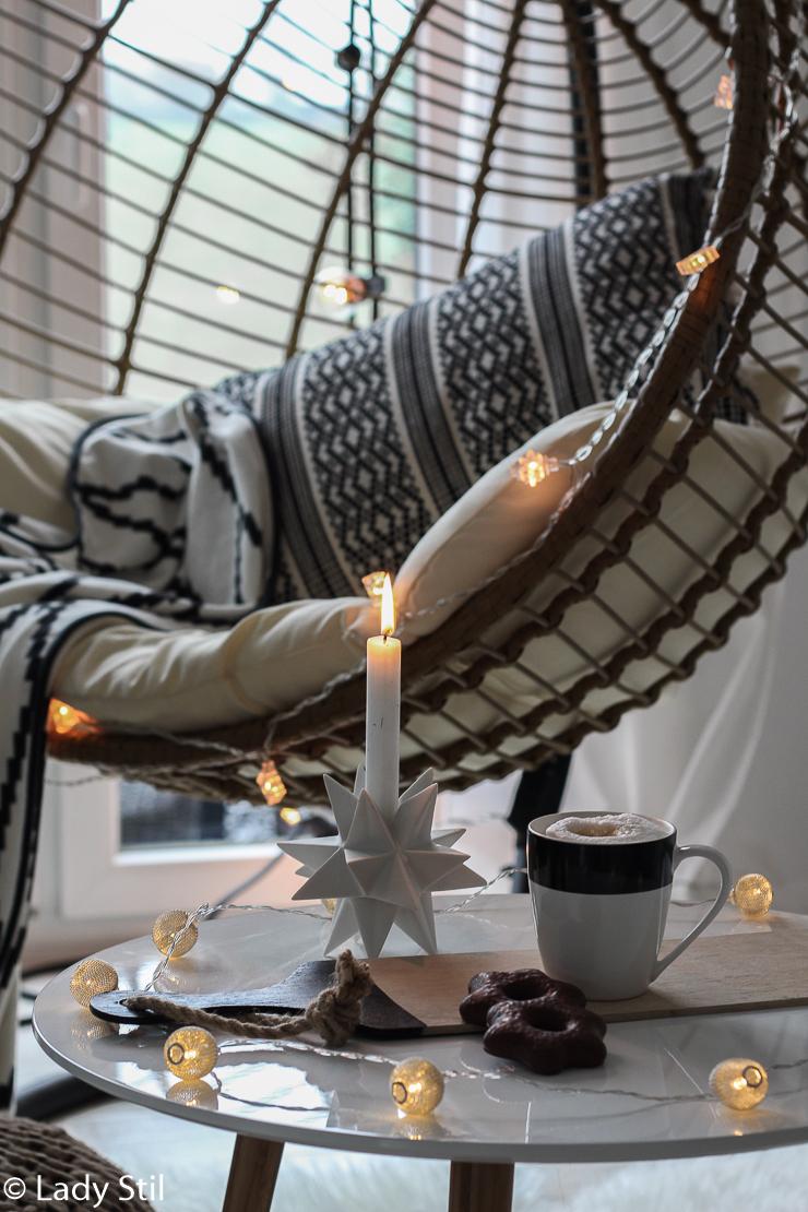 DIY winterliche weihnachtliche Wanddeko Schneeflocke aus Eisstielen
