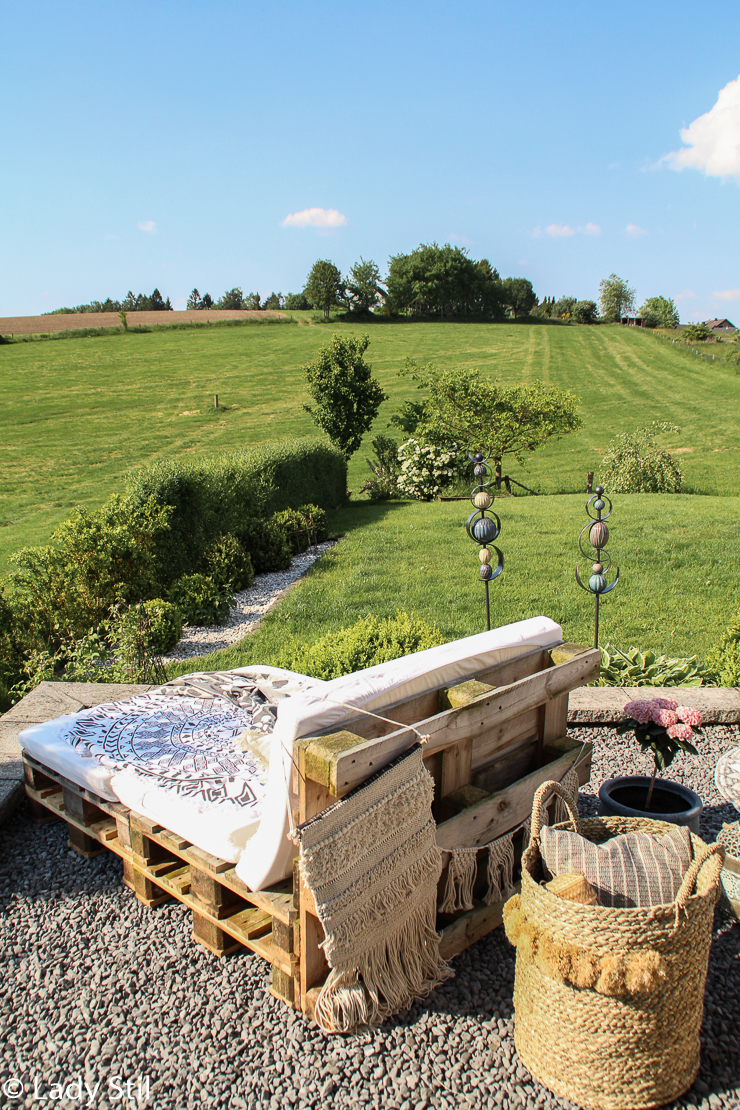 DIY Paletten-Tagesbett