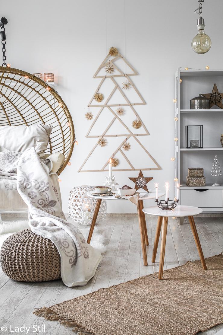 DIY Alternativer Weihnachtsbaum Wanddeko aus Eisstielen