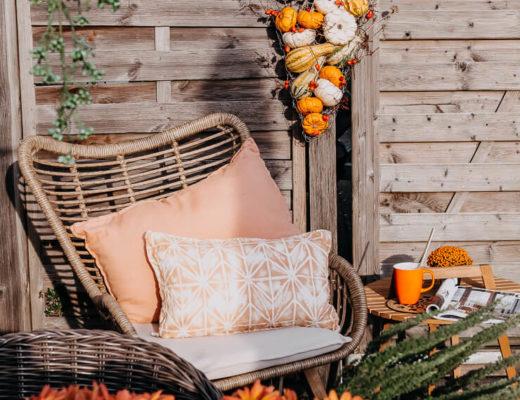 Kürbisdeko zum Hängen, Herbstdeko draußen,